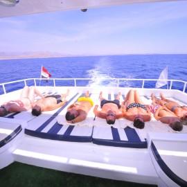 Морская прогулка на остров Тиран яхтой